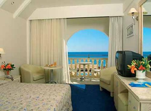 Vacanta insorita in Insula Cipru- de la 450 euro, sejur avion, hotel 4*, taxe incluse! avion din Cluj, Otp, 13.05, 16.05!