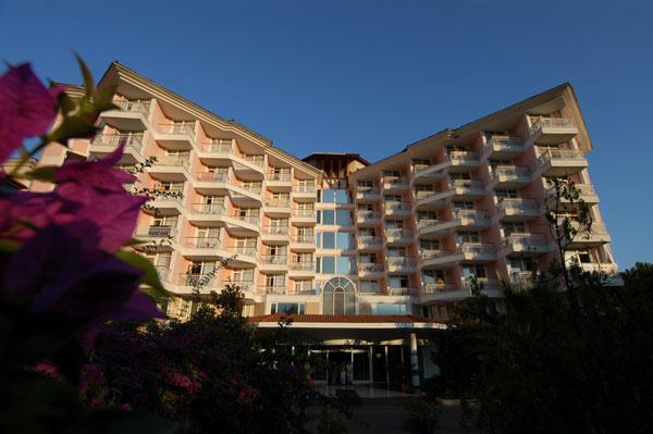 OFERTA LAST MINUTE TURCIA KEMER HOTEL AKKA ALINDA 7 NOPTI CAZARE PLECARE PE 21 APRILIE DIN BUCURESTI