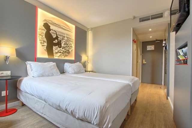 oferta sejur paris kyriad paris nord porte de st ouen 3. Black Bedroom Furniture Sets. Home Design Ideas