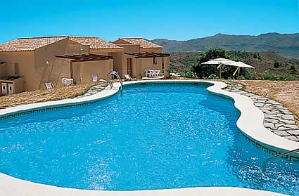 Cazare hotel casa de vacanta cu piscina bdr 102 oferte for Hotel cu piscina