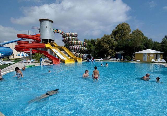 Sejur hotel eden club oferte sejur hotelul hotel eden club for Cazare cu piscina interioara valea prahovei