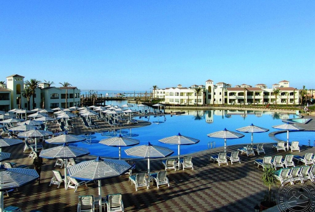 SUPER OFERTA HURGHADA din BUCURESTI: DANA BEACH RESORT 5*, la 824 €/loc in camera DBL. avion, transfer si taxele incluse