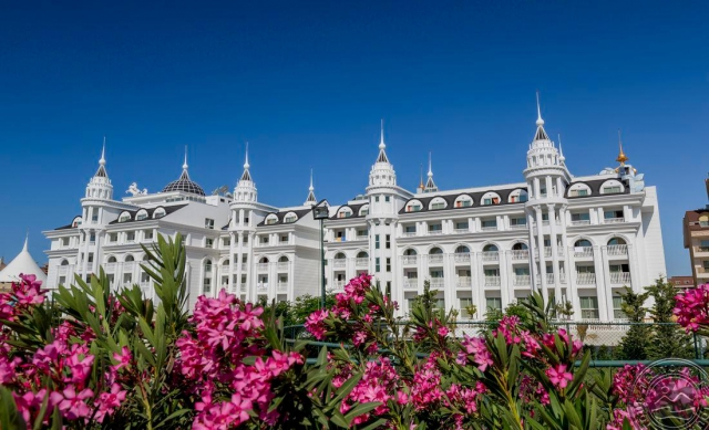 SUPER OFERTA ANTALYA din : SIDE ROYAL PALACE HOTEL AND SPA 5*, la 700 €/persoana. Totate taxele incluse