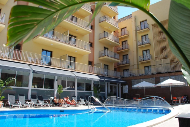 Costa Brava -  Stella Maris 3*, demipensiune , bilet de avion, taxe incluse la  482€/loc in DBL