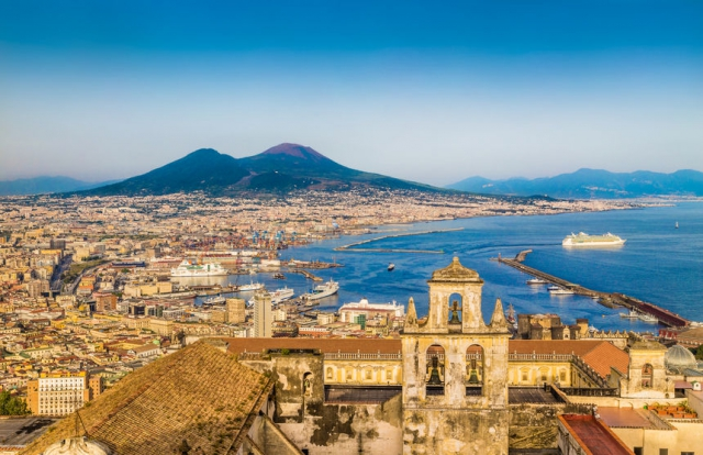City break de 1 Decembrie in Napoli la doar 153 euro , avion si taxe incluse !!!